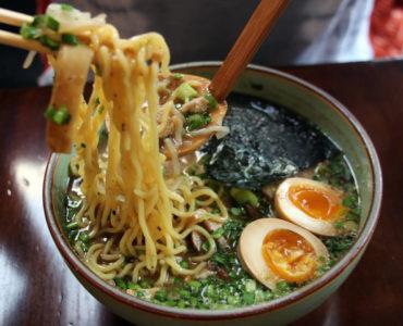 meat-ramen-noodles-1440×960